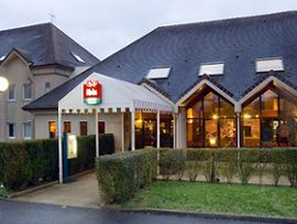 Ibis, Hôtel Restaurant 3 étoiles. Wifi, Terrasse, parking fermé. Situé dans #Provins même, à 5 mn des monuments de la cité médiévale, Patrimoine Mondial de l'Unesco.