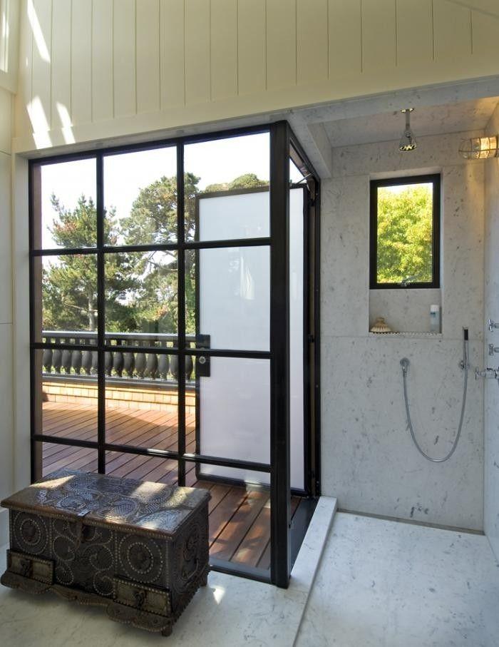 Matglas douchedeur naar buitenruimte