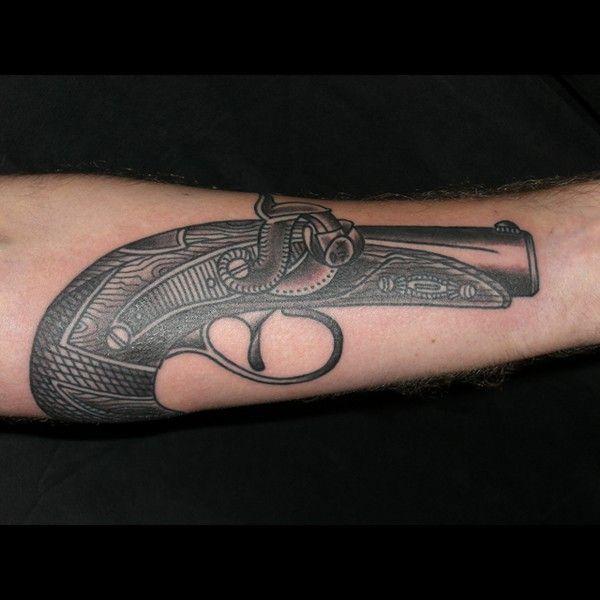 gun tattoo tattooyou old school tatt pinterest. Black Bedroom Furniture Sets. Home Design Ideas