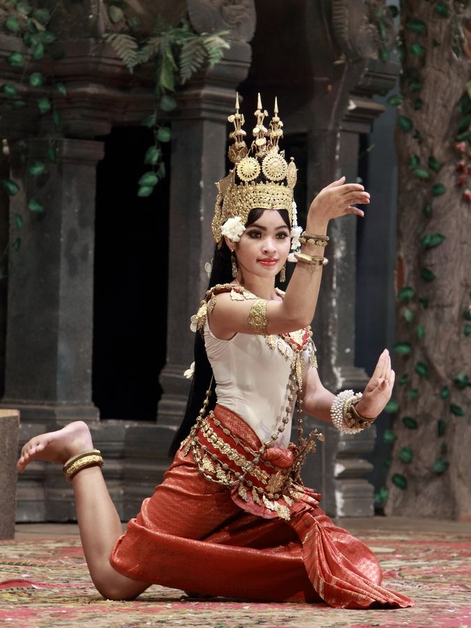 Традиционна Червените Dancing ~ Камбоджа ~ ~ Апсара Червените от Chamreun Kan: