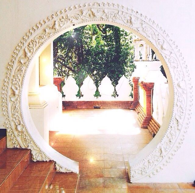 Why not exchange a standard doorframe for a beautiful Moroccan style archway.