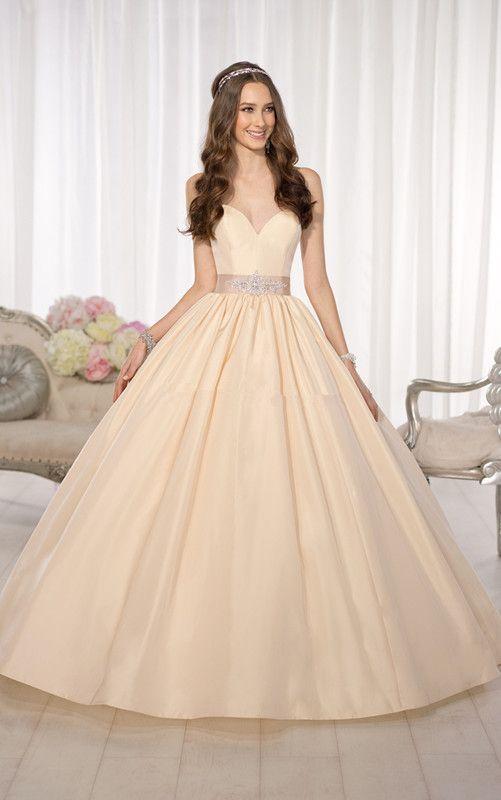 Купить товарSimple трапециевидный свадьба платье сердечком Saahes кристалл бант с низким вырезом на спине Vestido де Noiva тафта шлейф «для суда» невесты платья в категории Свадебные платьяна AliExpress.     Добро пожаловать в мой магазин!         Все наши платья оптовой цене продавать, мы можем сделать это для вас по неве