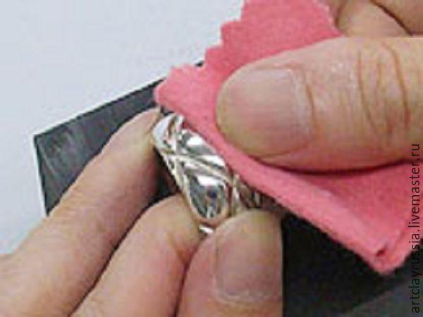 Предлагаем вам самостоятельно изготовить подарок для себя, либо для близкого человека! Кольцо с текстурным рисунком из чистого серебра 999 пробы своими руками — нет ничего лучше приятного сюрприза. Изготавливается украшение очень просто, а память останется на долгие годы и будет хранить теплоту ваших рук. Для изготовления данного кольца вам потребуется: Один час свободного времени.