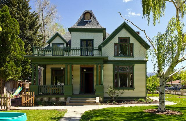 32 best images about exterior historic paint colors on pinterest old houses yellow houses and - White house green trim ...