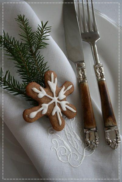 Avec un biscuit de Noël