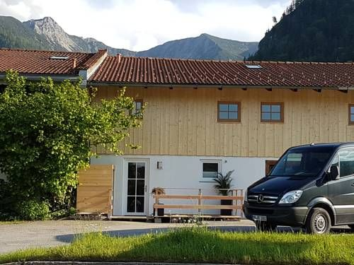 Ferienwohnung Event-Lodge Fischbachau Located in Fischbachau, this apartment is 45 km from Kitzb?hel. The unit is 41 km from Kirchberg in Tirol.  The kitchen is equipped with a dishwasher, an oven and a toaster, as well as a coffee machine.
