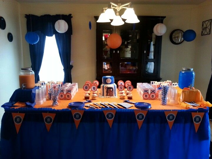 Detroit Tigers baby shower theme. Head table. Inspired from various pintrest pins. Detroit Tigers orange and blue.
