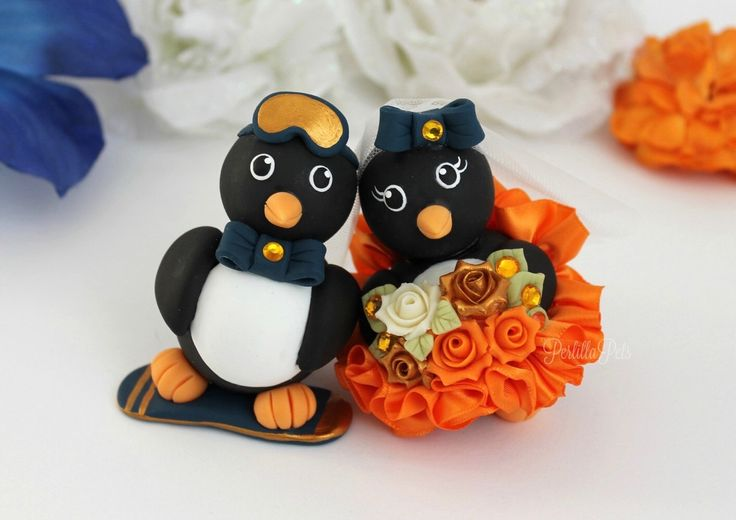 Penguin wedding cake topper, to represent bride and groom favorite hobby! https://www.etsy.com/it/listing/129495781/torte-di-nozze-personalizzate-pinguino