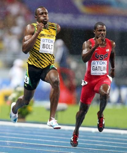 Jamaica's Usain Bolt (L) competes next to US Justin Gatlin during the men's 4x100 metres relay final at the 2013 IAAF World Championships at the Luzhniki stadium in Moscow on 18 Aug 2013