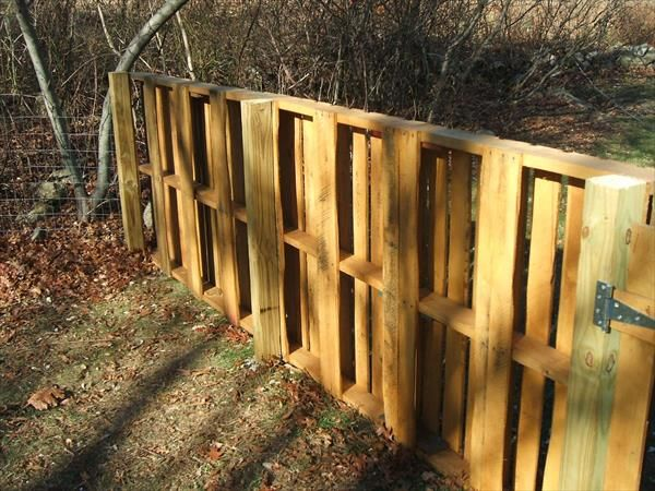17 best images about pallets on pinterest wood pallet for Wood pallet privacy walls