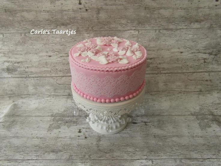 Vintage with roses from a mold - Cake by Carla Del Sasso - CakesDecor