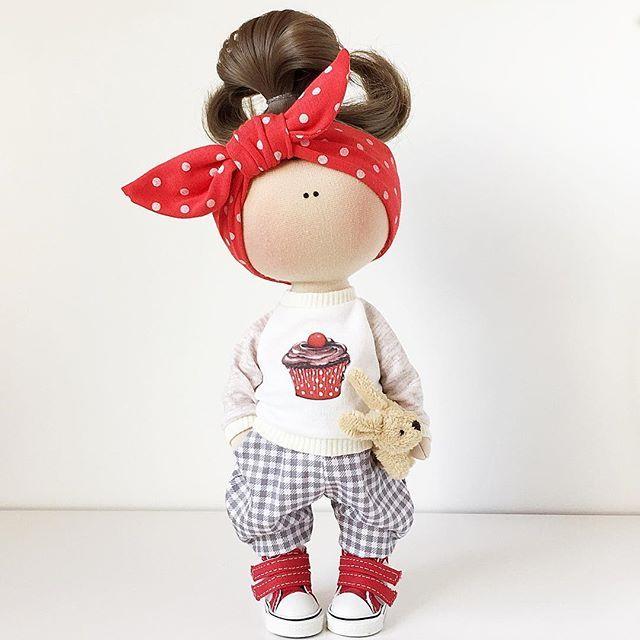 ПРОДАНА. Рост 26см.  #тильда#своимируками#сделайсам#авторскаякукла#текстильнаякукла#интерьернаякукла#свитшотдлякуклы#ребенок#подарок#деньрождения