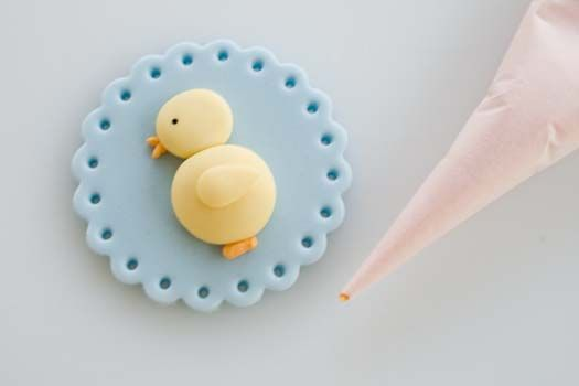 How To Make: fondant cupcake topper~easter motif