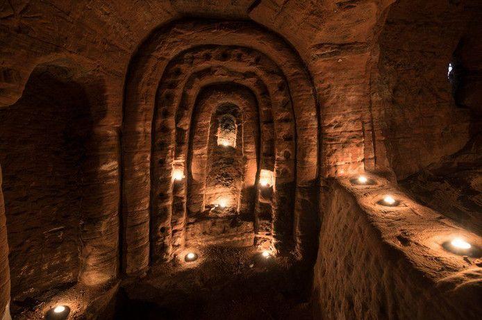Konijnenhol op Engelse platteland leidt naar eeuwenoud gangenstelsel | Buitenland | AD.nl.... wat een bijzondere vondst