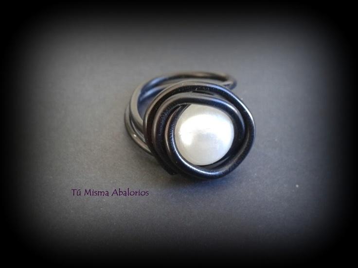 Anillos aluminio y perla www.tumismaabalorios.blogspot.com