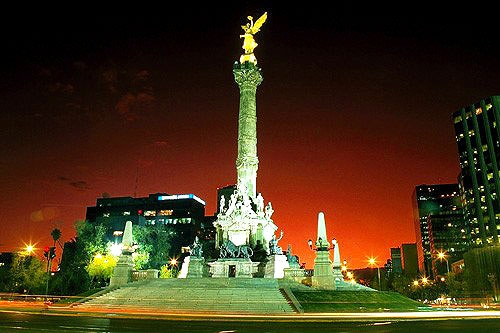 El Monumento de la Independencia, or Angel of Independence, the gilded winged victory angel that sits atop a 150-foot column in Mexico City, has presided over Paseo de la Reforma traffic circle since 1910.
