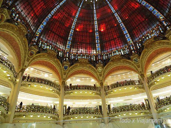 Cúpula de cristal y balcones de las Galerías Lafayette