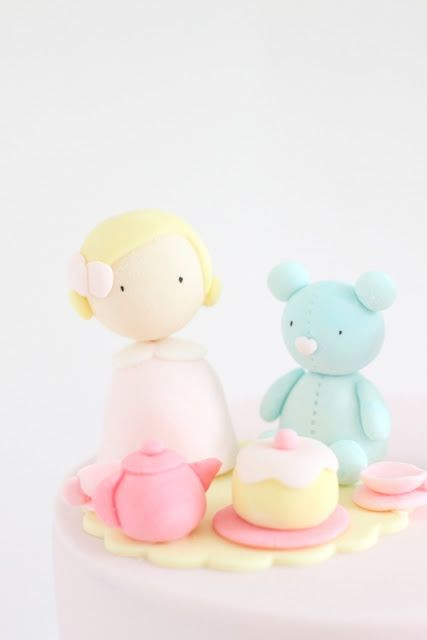// hello naomi: cake //