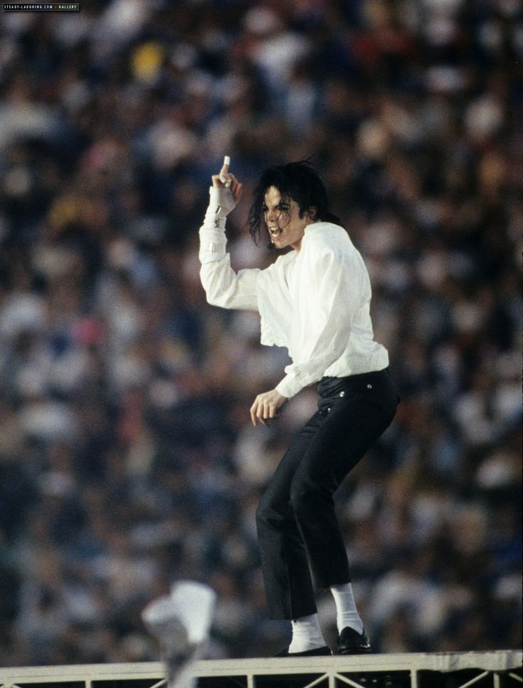Michael Jackson performs at the most famous XXVII Superbowl Halftime Show. - photo, Image galleries - Michael Jackson Romania