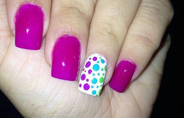 Uñas decoradas color bugambilia, uñas decoradas color bugambilia y puntos.   #manicuracolores #colornailart #uñasmoda