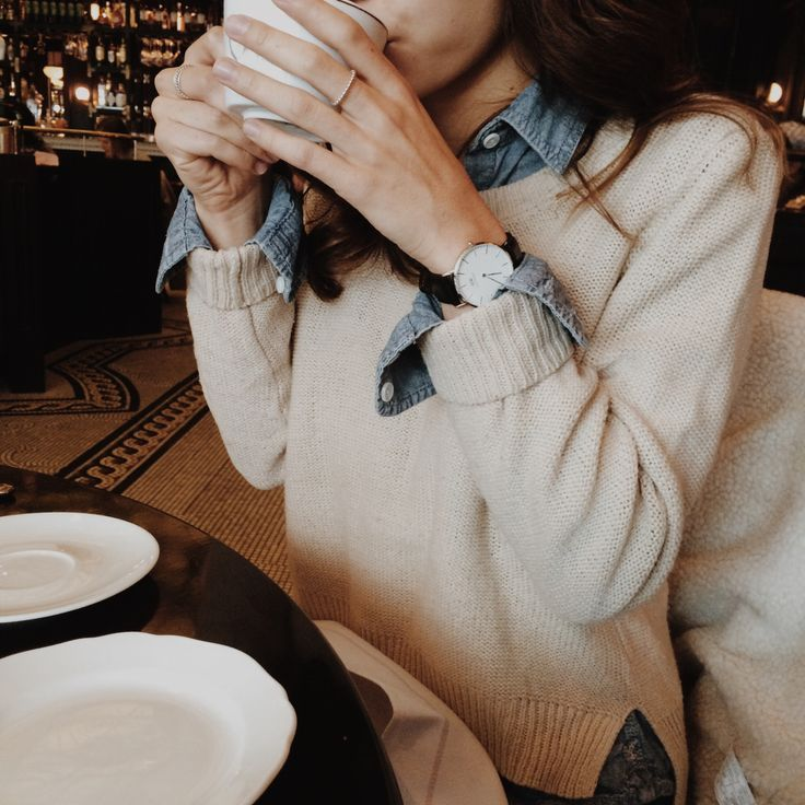 layering for fall, fall fashion, styling for fall, fall layers, denim shirt, denim shirt outfit, denim button down, layering sweaters, cream sweater, styling sweaters for fall, fall sweaters, cream sweater outfit