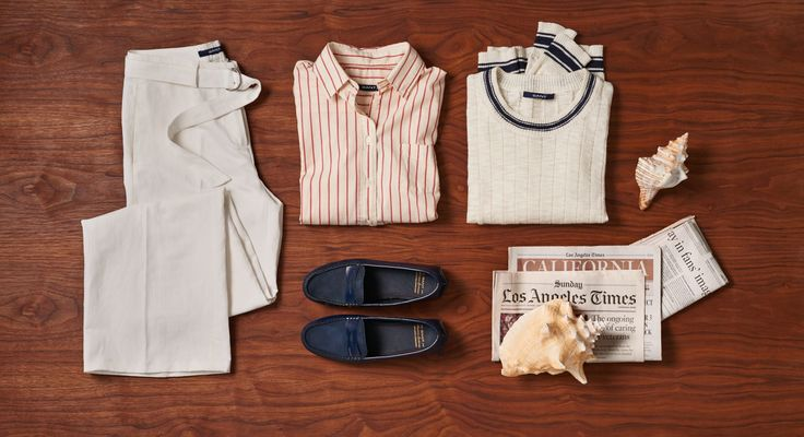 GANTs classic Oxford Shirt, paired with soft suede Montauk Moccasins and breezy wide-legged Flared Pants deliver comfort and style. Гэнтс классические рубашки Оксфорд, в паре с мягкой замши Montauk мокасины и breezy wide-legged расклешенные брюки обеспечивают комфорт и стиль.