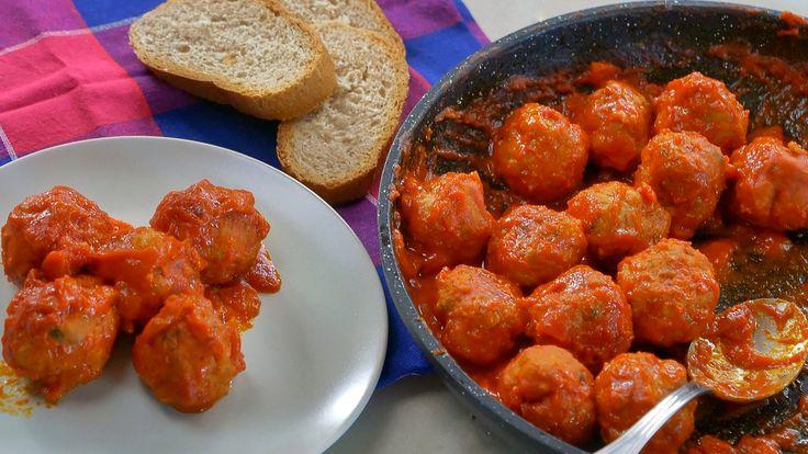 Polpette al sugo, ricetta classica e semplice per un secondo di carne tradizionale insuperabile, un piatto che conosco bene fin da bambina ...