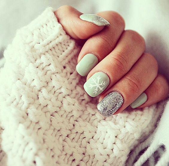 nice Bright and Festive Christmas Nail Art Designs For  This Season