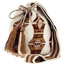 Aclaración: Las mochilas wayuu son de las indígenas wayuu no de stella rittwagen, Warning: Wayuu Backpacks are made by wayuu women not by stella Rittwagen | inesfbl