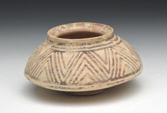 Indus Valley pottery jar, Pakistan, 3rd millenium B.C. Thinly potted jar, with small foot, decorated with gray geometric patterns, 8 cm diameter. Private collection