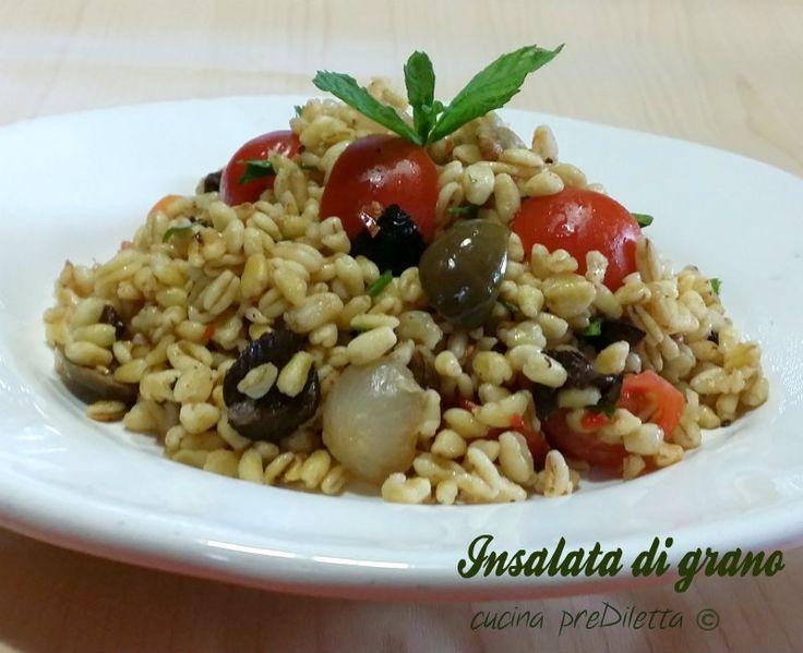 L' insalata di grano è un primo piatto fresco e leggero da servire, specialmente, nelle giornate più calde quando la voglia di mangiare è poca e quella di..