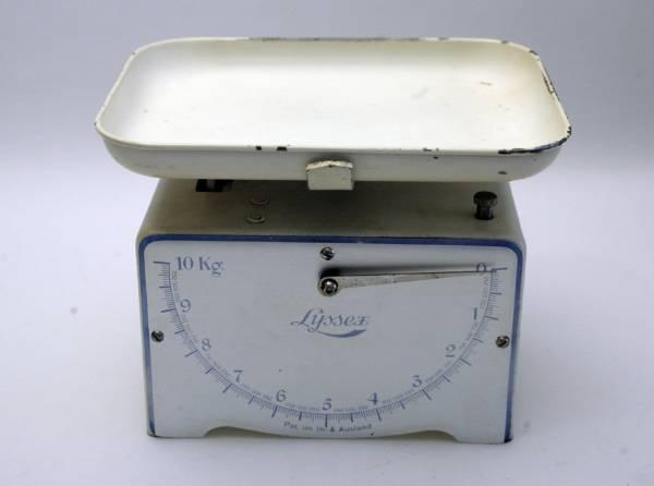 LYSSEX antike Waage bis 10 Kilogramm mit Schale in Wetzikon ZH kaufen bei ricardo.ch