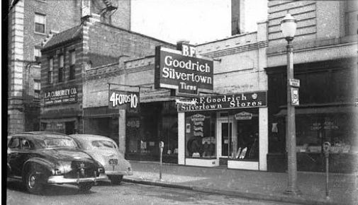 Adams Street between 5th & 6th Streets in downtown Marion Indiana 1942. Photo/ Marion Public Library Museum.