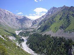 El Parc nacional Ala Archa és un espai protegit alpí en les muntanyes de Tian Shan de Kirguistán, situat a uns 40 km al sud de la ciutat capital de Bishkek. El parc és un destí popular per a picnis de cap de setmana, excursionistes, senderistes.