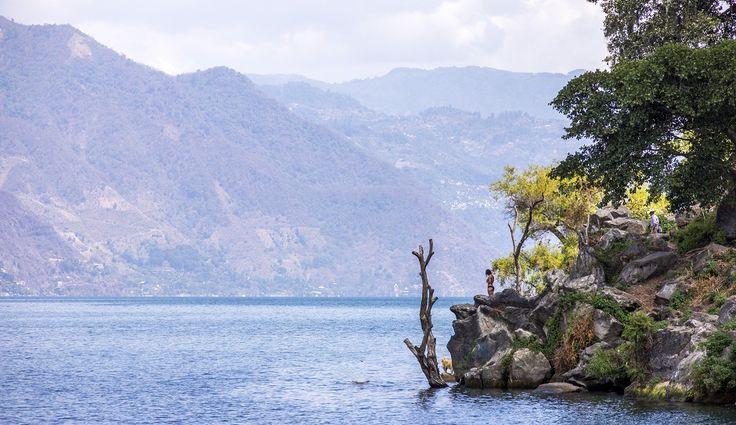 San Pedro la Laguna, Guatemala  Esse é um dos vários vilarejos que estão localizados ao redor do Lago Atitlán.