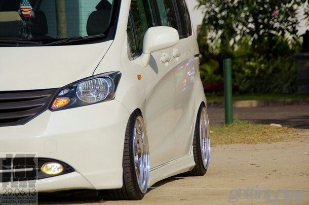 Honda Freed | Gadai BPKB