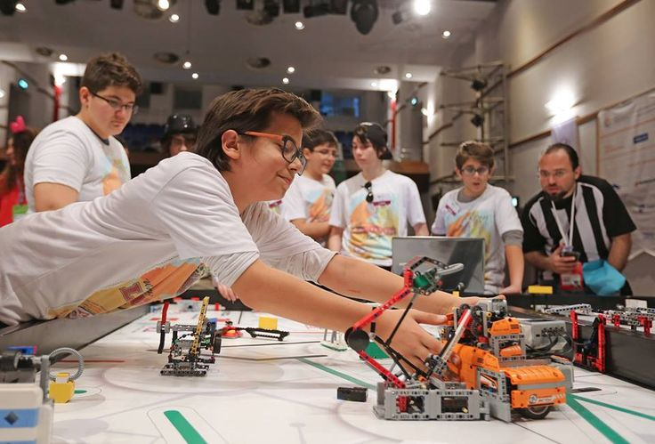 """marmassistance Bilim Kahramanları'na destek vermeye devam ediyor. Geleceği şekillendirecek olan gençlerimizin bilime olan ilgi ve becerileri bizlere umut vermektedir.  """"Bilim Kahramanları Buluşuyor"""" ismiyle düzenlenen First Lego League (FLL) turnuvalarının bir diğeri Mart ayı sonunda  İzmir MMO Tepekule Kongre ve Sergi Merkezi'nde gerçekleşti.   http://marmassistance.com/tr/bilim-kahramanlari-bulusuyor/"""