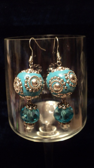Indonesian Inspired Dangling Earrings : http://www.outbid.com/auctions/15299-flippin-funtastic-friday-southern-xen-designs-and-friends#40