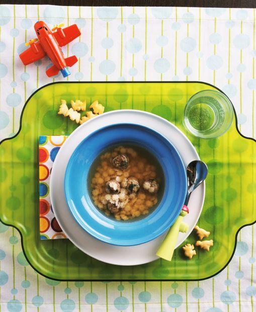 Finom leves a gyereknek: húsleves betűtésztával / Éva Magazin