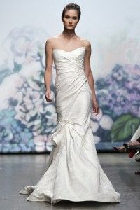 So in love with the ultra gorgeous wedding dressses from Monique Lhuillier Fall 2012 bridal dress collection.