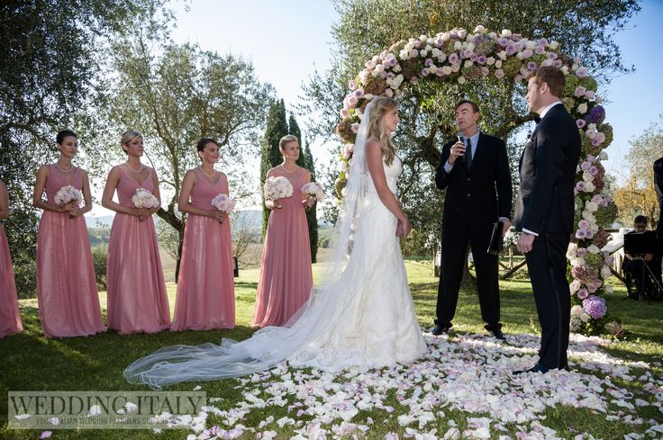 #CastelloDiModanella #PhCarloCarletti #WeddingArch #BridesmaidsBouquets #Petals