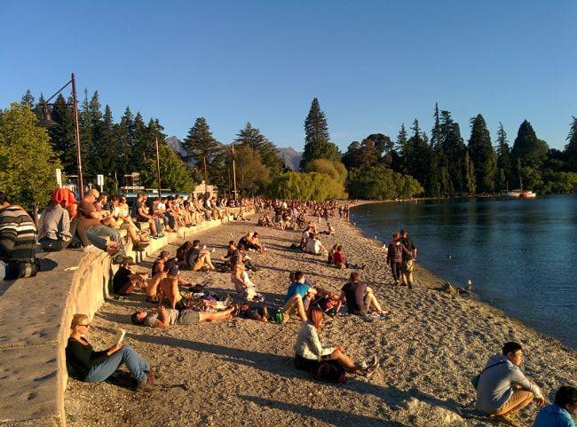 Queenstown plage et coucher de soleil en road trip en Nouvelle Zélande-min