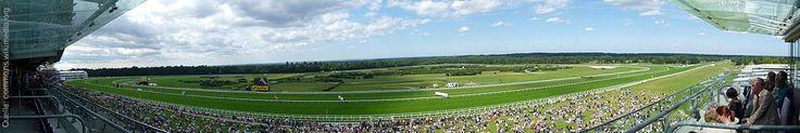 Heute beginnt das wohl berühmteste Pferderennen der Welt: Royal Ascot. Dieses Jahr steht es natürlich ganz im Zeichen des 90. Geburtstags der Queen, die ein echter Fan ist!