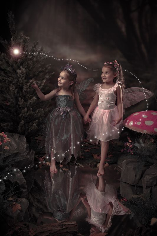 Bring your little one to our enchanted world to capture their awe and wonder at being transformed into a magical fairy or elf. At Annalise Photography Milton Keynes