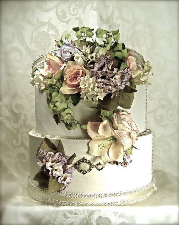 floral wedding money box... I though this was a real cake initially. Either/or is beautiful!