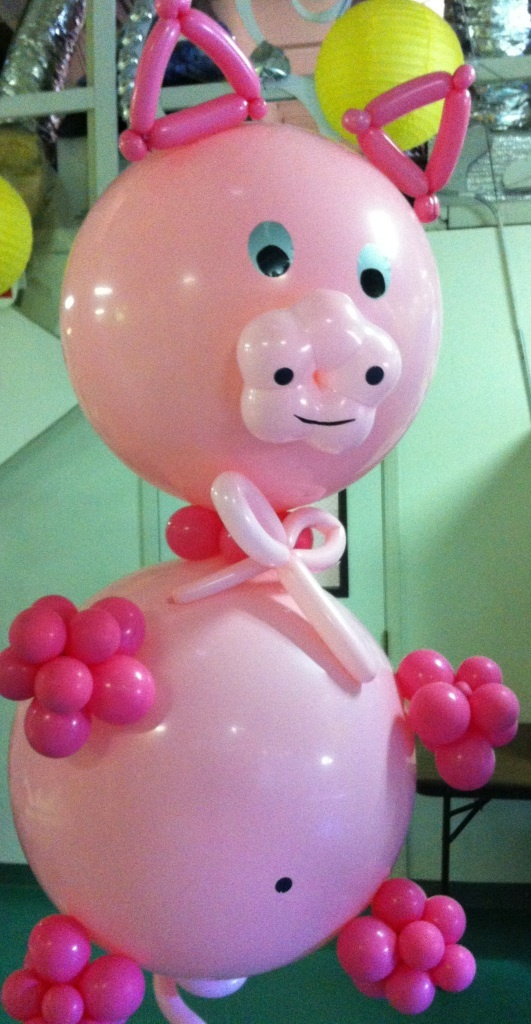 Balloon Pig Balloon Sculpture! Perfect for your next Cowboy Party or Hoedown!