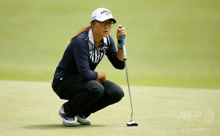 女子ゴルフ米国ツアーメジャー第4戦、全米女子プロ選手権(Wegmans LPGA Championship 2014)2日目。18番に臨むリディア・コー(Lydia Ko、2014年8月15日撮影)。(c)AFP/Getty Images/Scott Halleran ▼16Aug2014AP|リンシコームが3打差単独首位に浮上、全米女子プロ http://www.afpbb.com/articles/-/3023188 #Wegmans_LPGA_Championship_2014