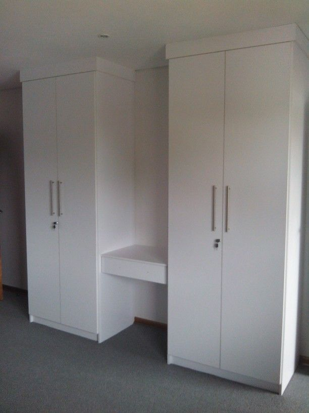 Bedroom BIC with centre dresser drawer