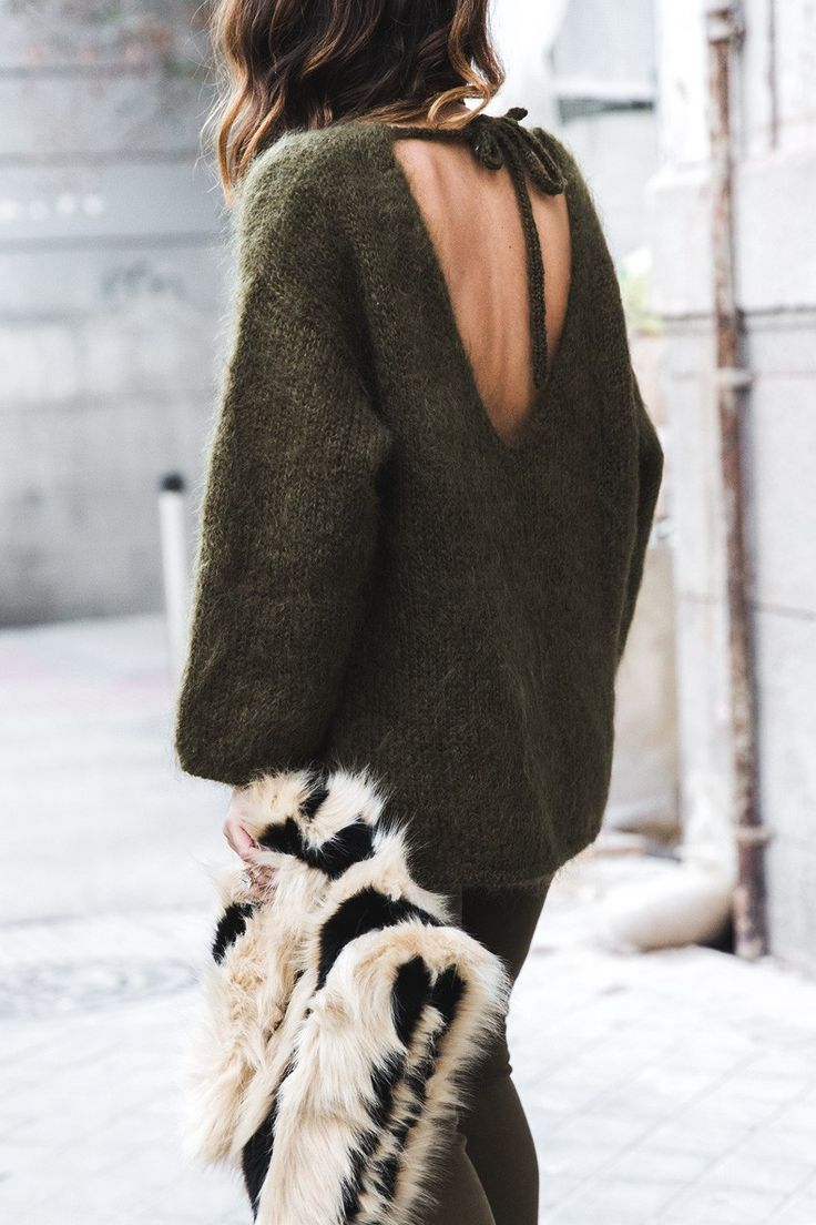 Open_back_Sweater-Khaki-Outfit-Street_Style-Collage_Vintage-Fur_Clutch-39