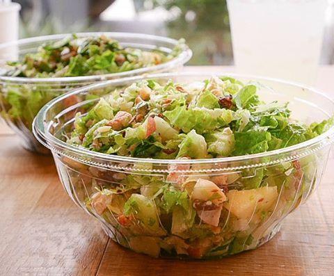 CRISP SALAD WORKS めずらしくパンケーキ以外の新規開拓(*´∀`*)スプーンで食べれるほど細かくしてくれるチョップドサラダ専門店♪  比較的行きやすい恵比寿に新店舗をオープンしたので行ってまいりました♡ボリューム満点で新鮮な野菜がすごくおいしくて食べやすい!!パンケーキの合間に栄養補給しにいこ♪w  #salad #choppedsalad #crisp #crispsaladworks #tokyo #ebisu #サラダ #クリスプ #クリスフサラタワークス #東京 #恵比寿 #チョップドサラダ